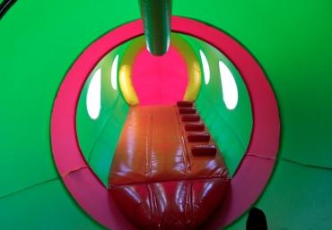 giganci-wipeout-planet-mali-giganci-tunel-kredki (23)
