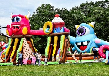 Mali Giganci Wipeout Planet - dmuchańce dla dzieci - zjeżdżalnie dmuchane (80)