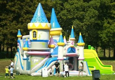 Mali Giganci Wipeout Planet - dmuchańce dla dzieci - zjeżdżalnie dmuchane (9)
