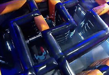 gigantyczny dmuchany tor przeszkód Rubikon arena (10)